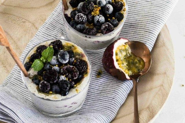 Plant-based yogurt with fig and fruit